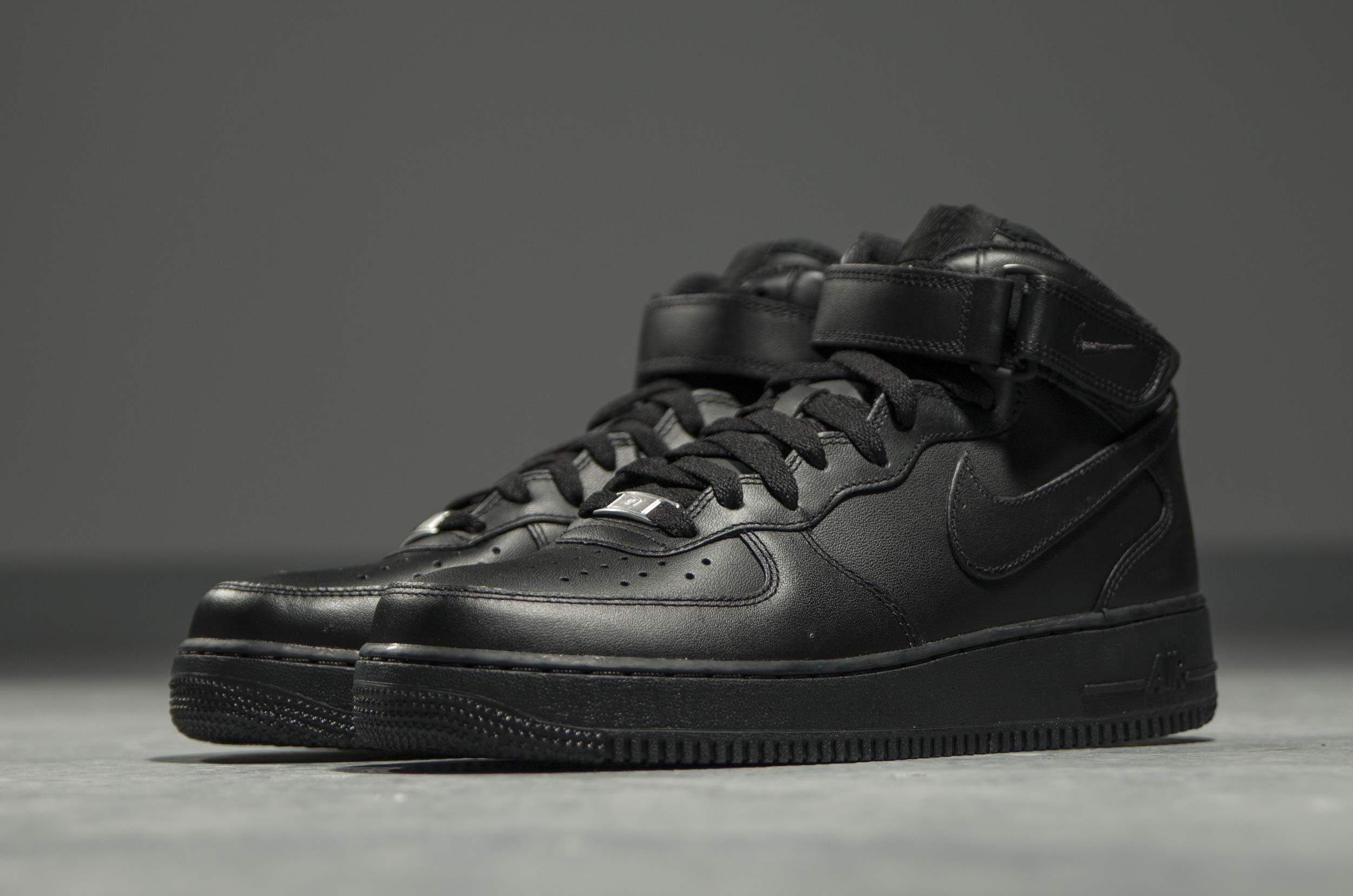 7095fde4 Купить мужские кроссовки Nike Air Force 1 Mid Leather Triple Black в ...