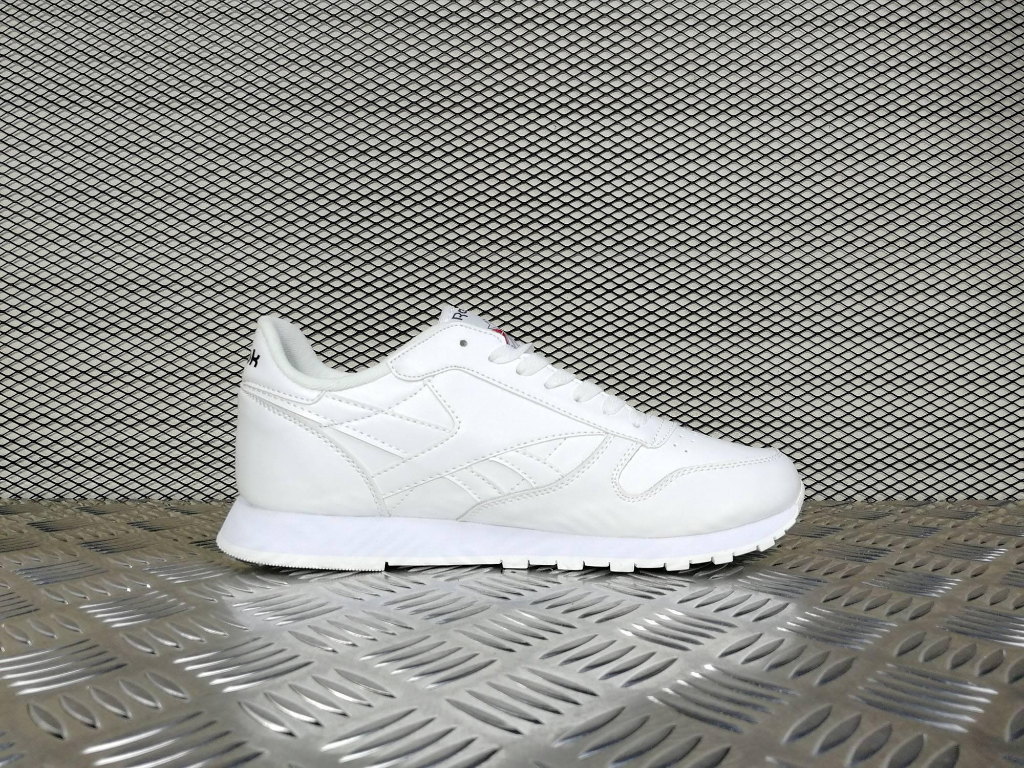 Купить женские кроссовки Reebok WMNS Classic Leather Triple White в ... fcc22d9a8e5