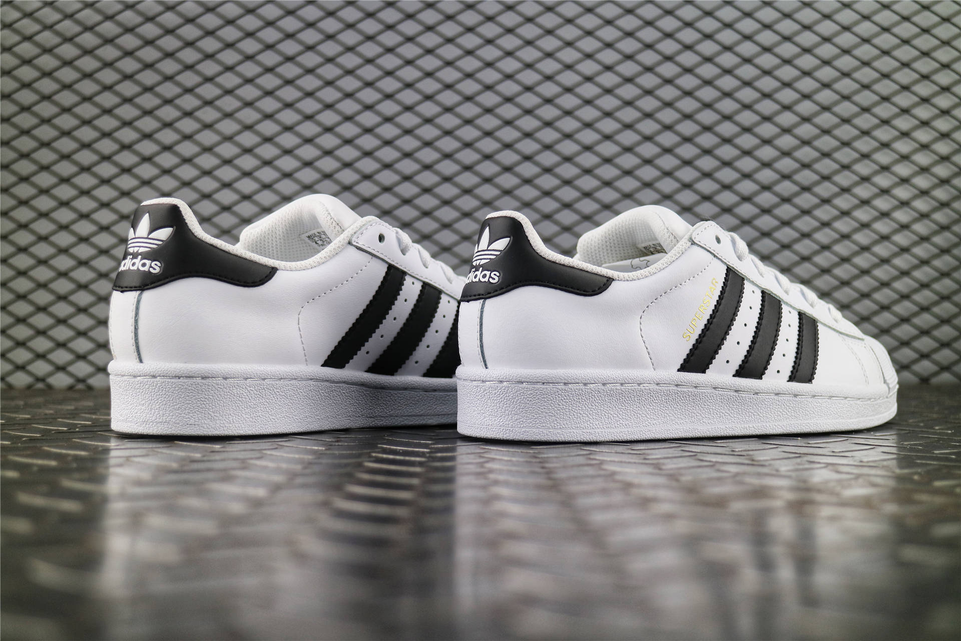 Кроссовки женские Adidas Superstar WMNS 80s DLX Vintage White   Core Black 36f3052ae2336